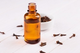 Essential aroma oil with cloves