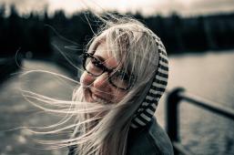 grey_girl-872149_1920